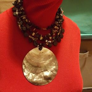 Jewelry - ❤3 for $15! Shell statement necklace